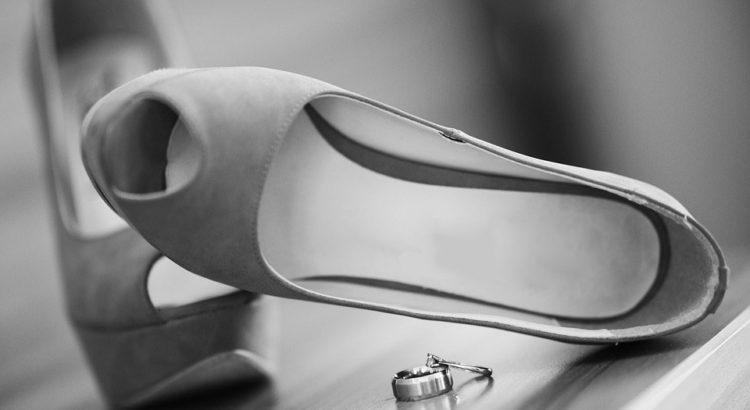b5c36a2c8 Свадебные туфли и приметы, связанные с ними: можно ли невесте их ...